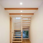 施工が難しい、木製ストリップ廻り階段