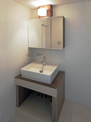 完全造作の洗面台。大手メーカーの中級品よりも安価にできました。