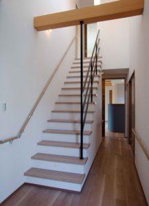 ローコストで魅せる階段