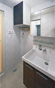 神奈川のマンションの洗面室を安い工事費でフルリフォーム