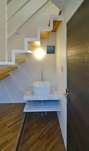 神奈川のデザイン住宅の手造り洗面台