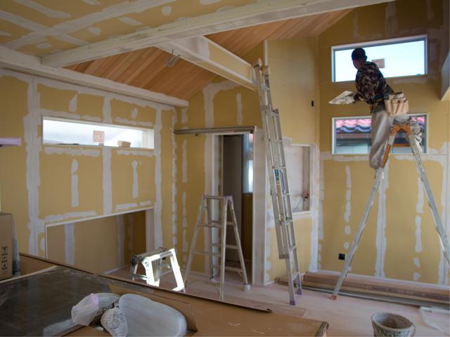無垢板 天井や壁に貼る