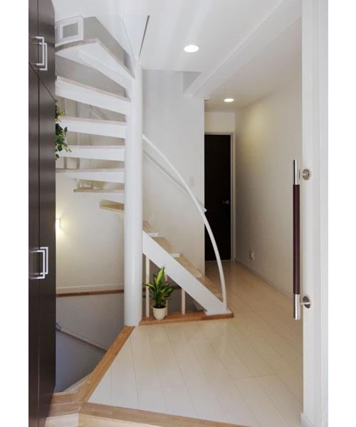 らせん階段を内観に活かしたデザイン