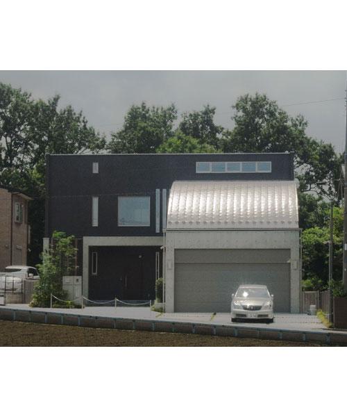 手つかずの調整区域を切り開いて建てたガレージングハウス