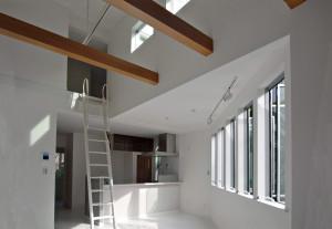狭小住宅と自然素材の木目