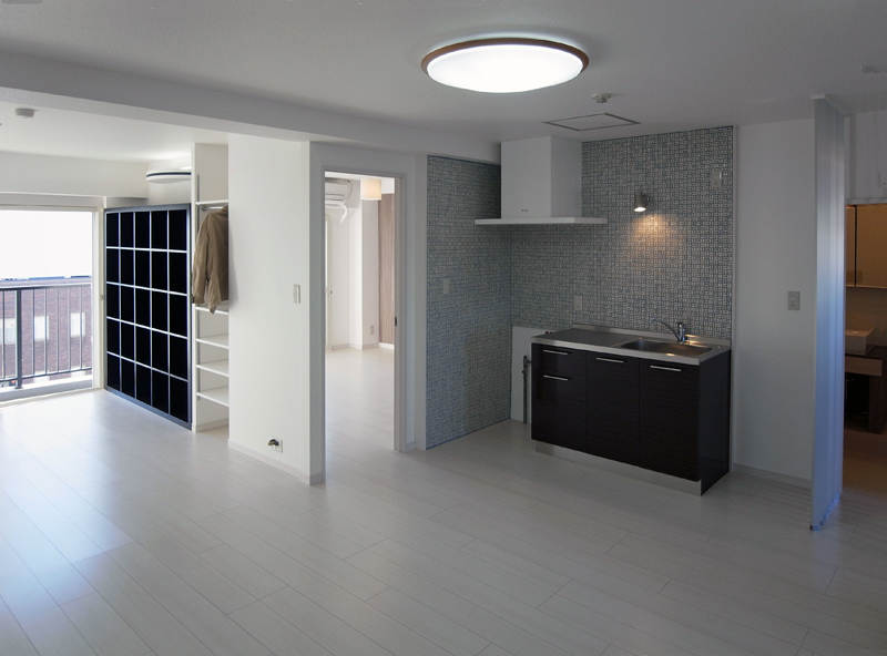 内装・キッチンを一新。壁面収納にクローゼットに可動棚を造作しました