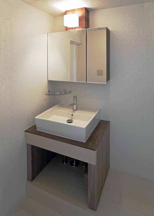 完全造作の洗面台。大手メーカーの中級品よりも安価にできました。https://www.takizawasekkei.com/reform.html